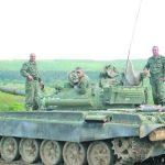 Курсанти стрелят за отличен с танк Т-72