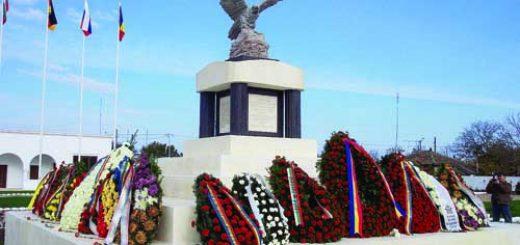 Основният монумент в Мирча вода пр иофициалното откриване на гробището 1